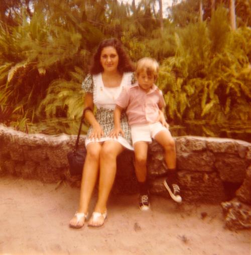 Maryse Casol, 15 ans, avec son cousin Michel Moucheboeuf à Miami, USA, Juillet 1973