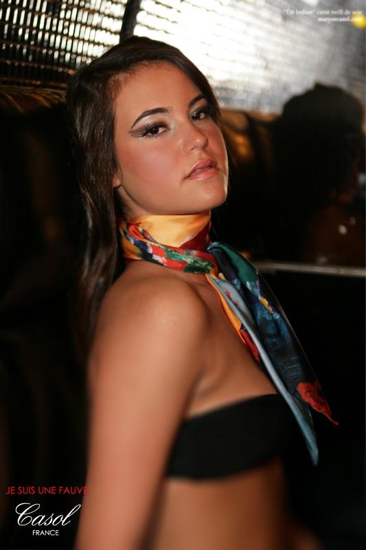 Maryse Casol neck scarf